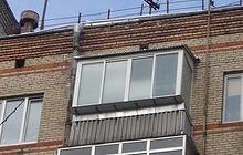 Алюминиевое остекление балкона с выносом и крышей (хрущёвки).